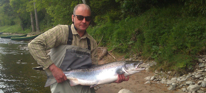 Stewart_Jennet_with_22lb_springer_hooked_in_cradle_on_rapala
